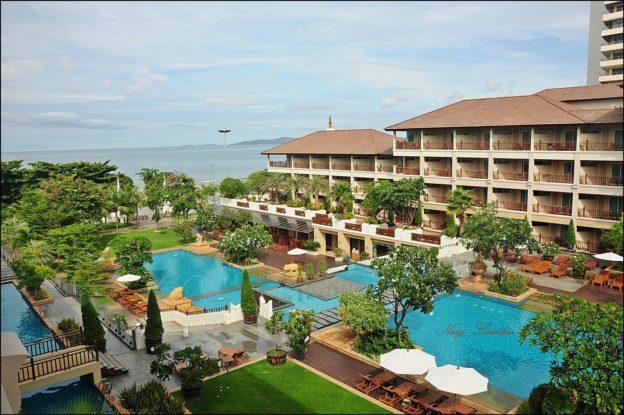 Почему туристы выбирают отель HERITAGE PATTAYA BEACH RESORT 4*?