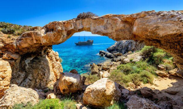 С 1 марта 2021 года Кипр ждет на отдых граждан Украины