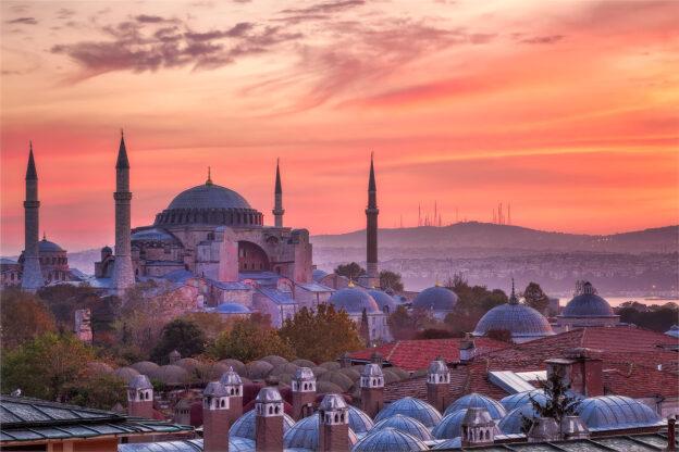 Туреччина скасувала наявність негативного ПЛР-тесту при в'їзді у країну